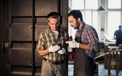 Manutenzione di porte automatiche per garage a Busto Arsizio con Portoni Sezionali